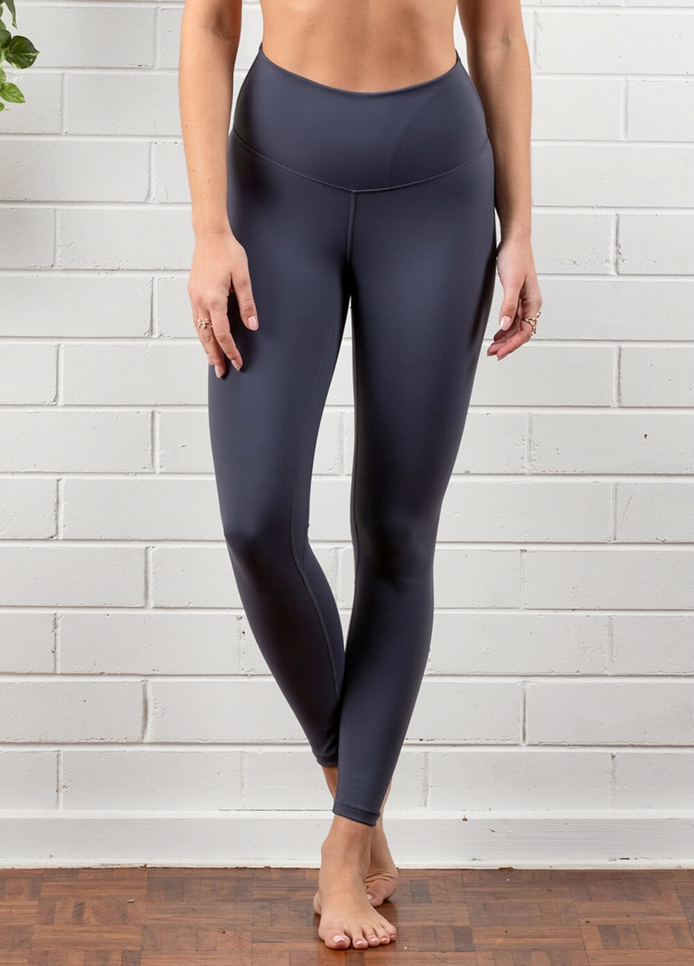 Queen Bee - Ivy Everyday Post Maternity Legging in Carbon